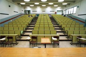 Aspecto de un aula de la facultad de Economía y Empresa de la Universitat de Barcelona (UB), en una imagen de archivo.