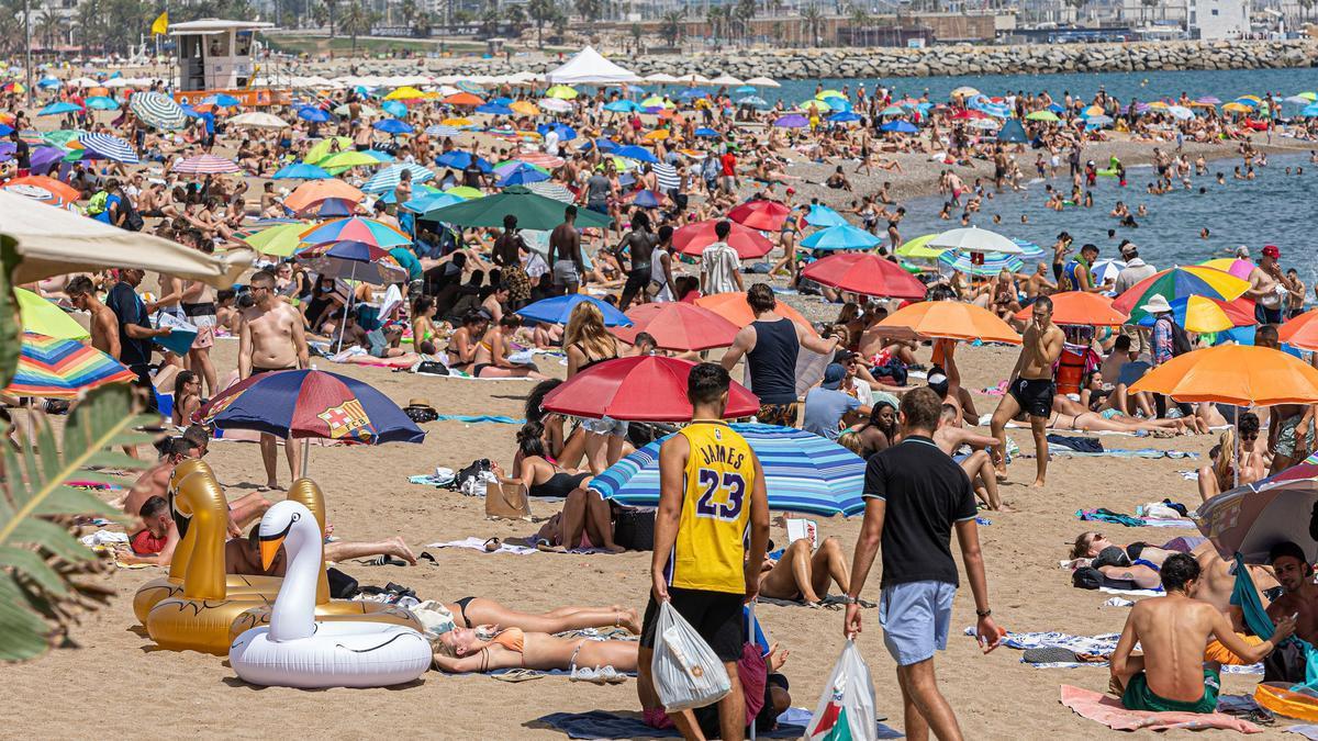 Ambiente en la playa de la Barceloneta
