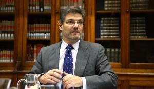 Catalá afirma que no necessita el permís del Congrés per treballar al sector privat