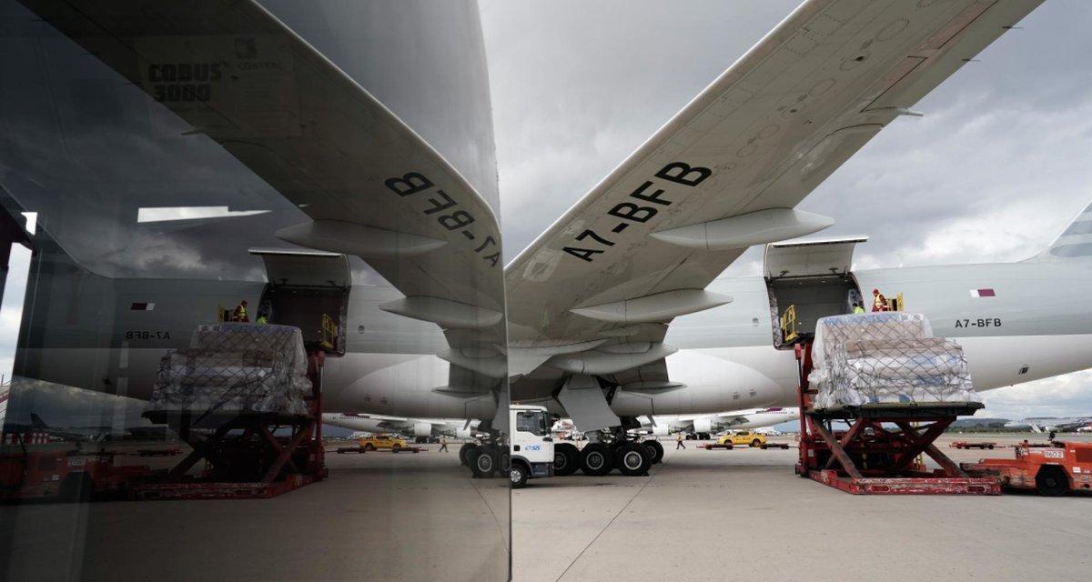 Avión con material sanitario en el aeropuerto de Madrid-Barajas.