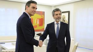 El presidente del Tribunal Supremo, Carlos Lesmes, junto a Pedro Sánchez