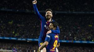 Messi y Suárez celebran un gol en el Camp Nou.
