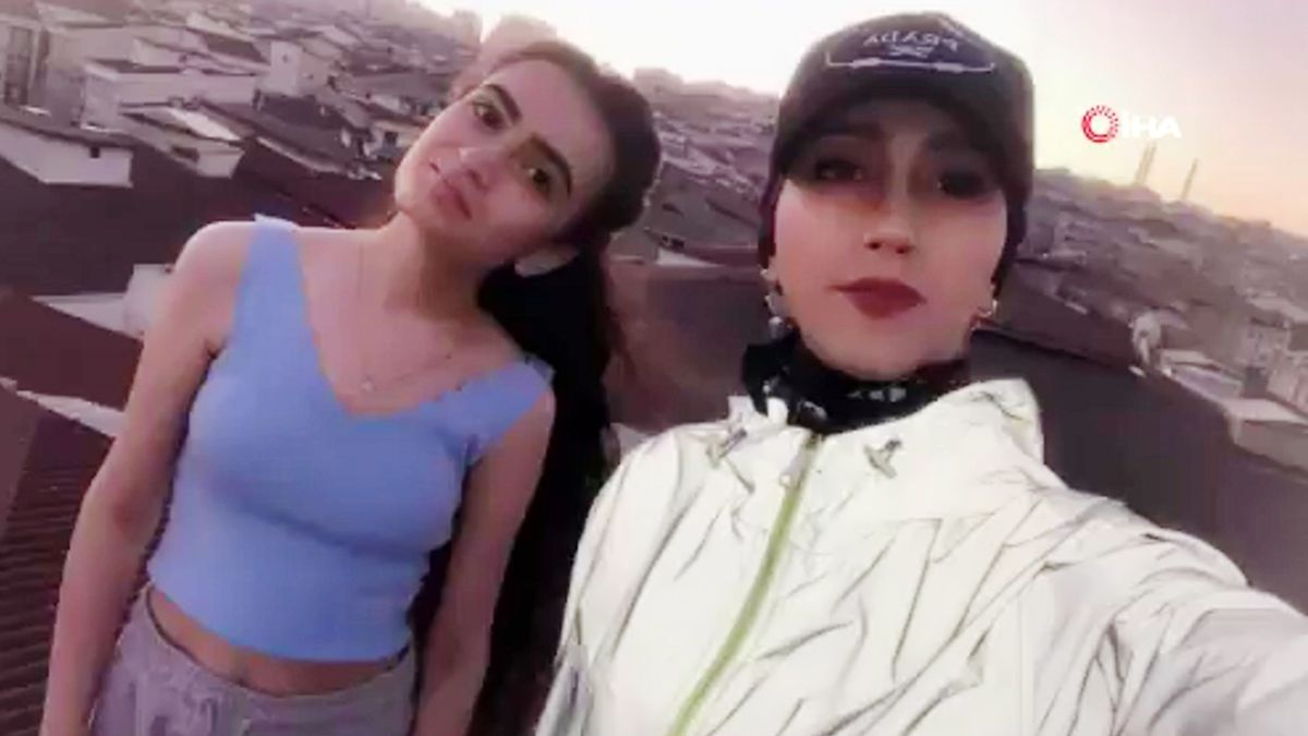 La tiktoker Kubra Dogan se hace un selfi con su prima Helen momentos antes de perder la vida.