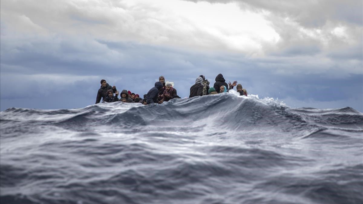 El grupo de migrantes rescatados por la oenegé Open Arms en el Mediterráneo Central.