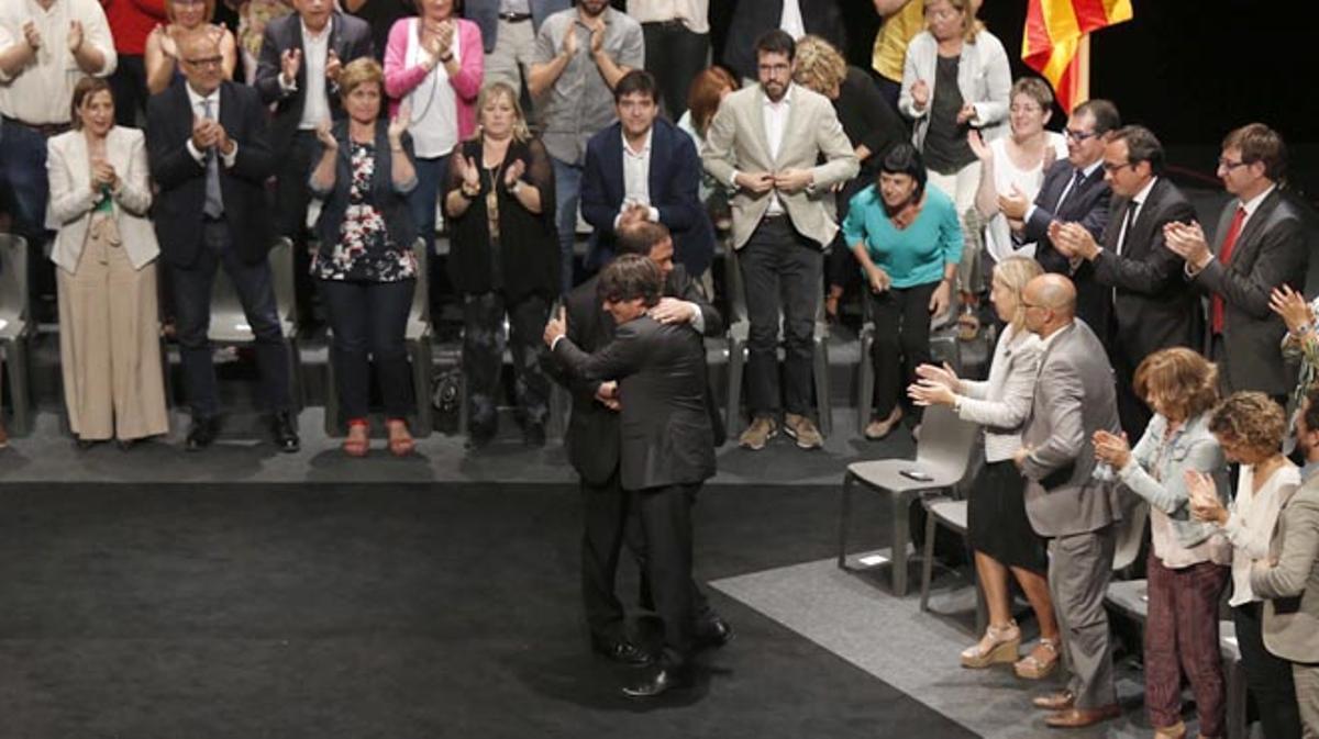 """Puigdemont: """"Podemos garantizar a los ciudadanos y ciudadanas de Catalunya que el 1 de octubre votaremos""""."""