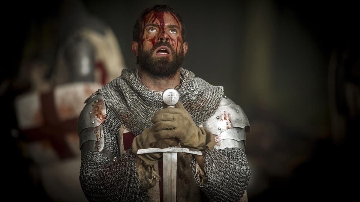 El actor Tom Cullen, en una imagen de la serie 'Knightfall'.