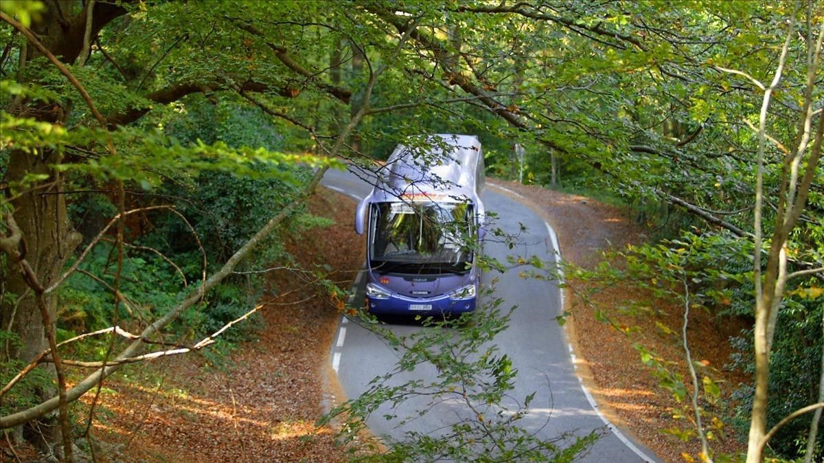 Un autobús por el Montseny.