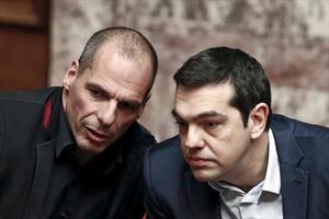 El primer ministro griego, Alexis Tsipras (derecha), y el exministro de Finanzas Yanis Varoufakis.