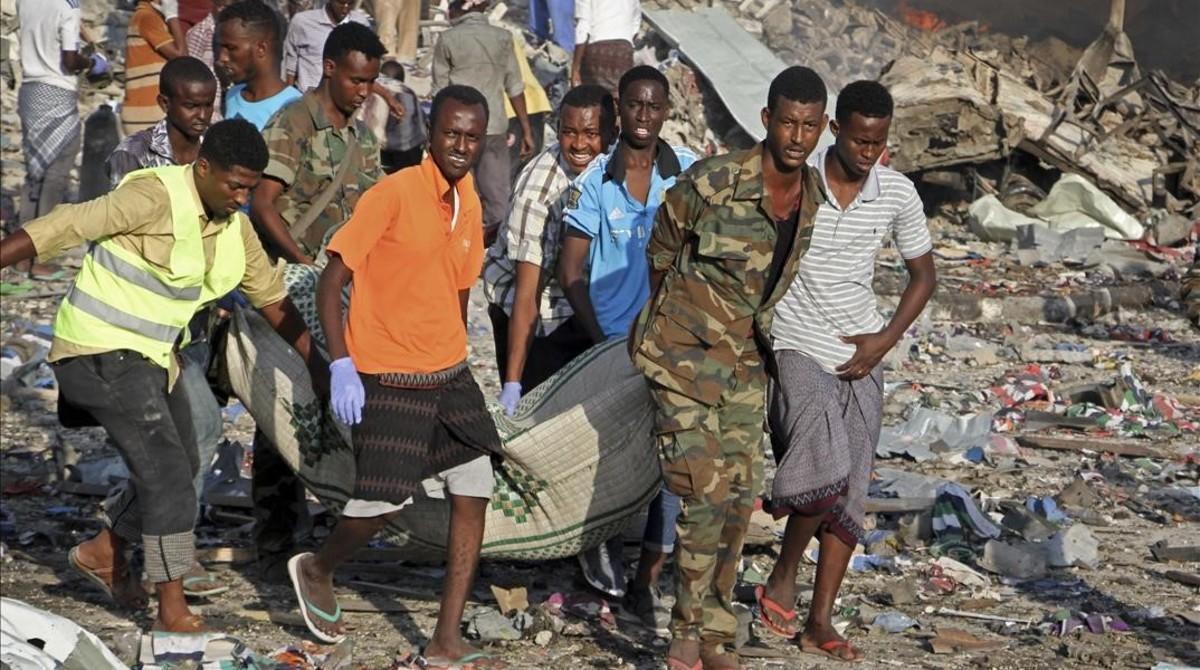 L'atemptat de dissabte a Somàlia ja supera els 300 morts