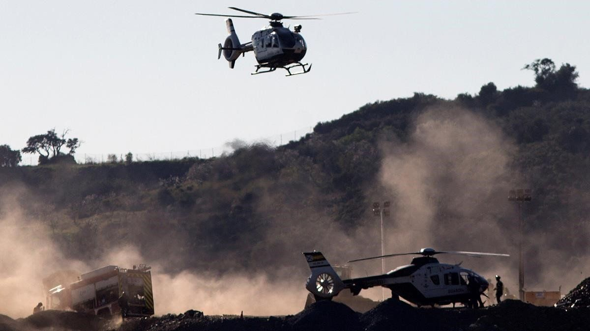 Un segundo helicoptero de la Guardia Civil regresa de Sevilla.