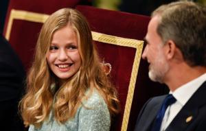 La princesa Leonor junto a su padre, Felipe VI.