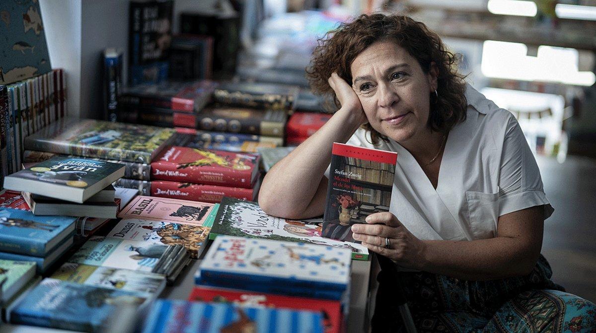 Gemma Barrufet, la librera de A Peu de Pàgina, con su recomendación: 'Mendel el de los libros' (Acantilado), de Stefan Zweig.