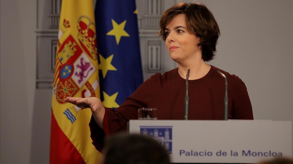 Soraya Saenz de Santamaria comparece despues del pleno del Parlament
