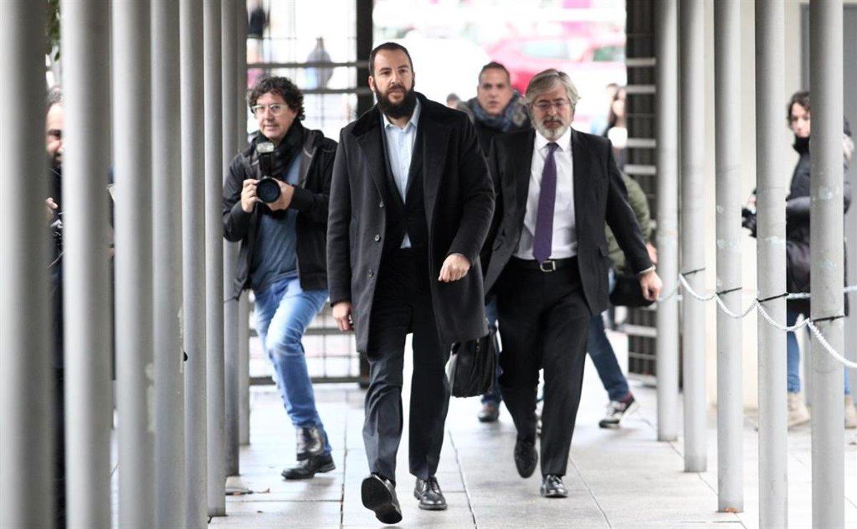 Borja Thyssen, junto a su abogado, a su llegada a los juzgados de lo Penal de Madrid.
