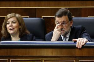 El presidente del Gobierno, Mariano Rajoy, y la vicepresidenta, Soraya Sáenz de Santamaría, en el Congreso.