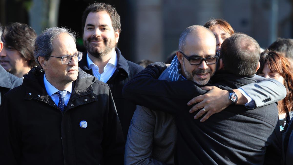El 'president' Quim Torra anuncia que se reunirá el domingo con el 'conseller' de Interior Miquel Buch. En la foto, Torra acompañaa Buch, hasta las puertas del TSJC, el 6 de noviembre del 2018.