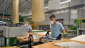 Trabajadores en una fábrica.