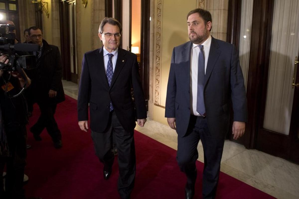 Artur Mas y Oriol Junqueras salen del despacho del 'president' antes de firmar el acuerdo de estabilidad, el pasado 19 de diciembre.