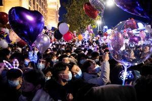 Celebración del año nuevo 2021 en la ciudad china de Wuhan.