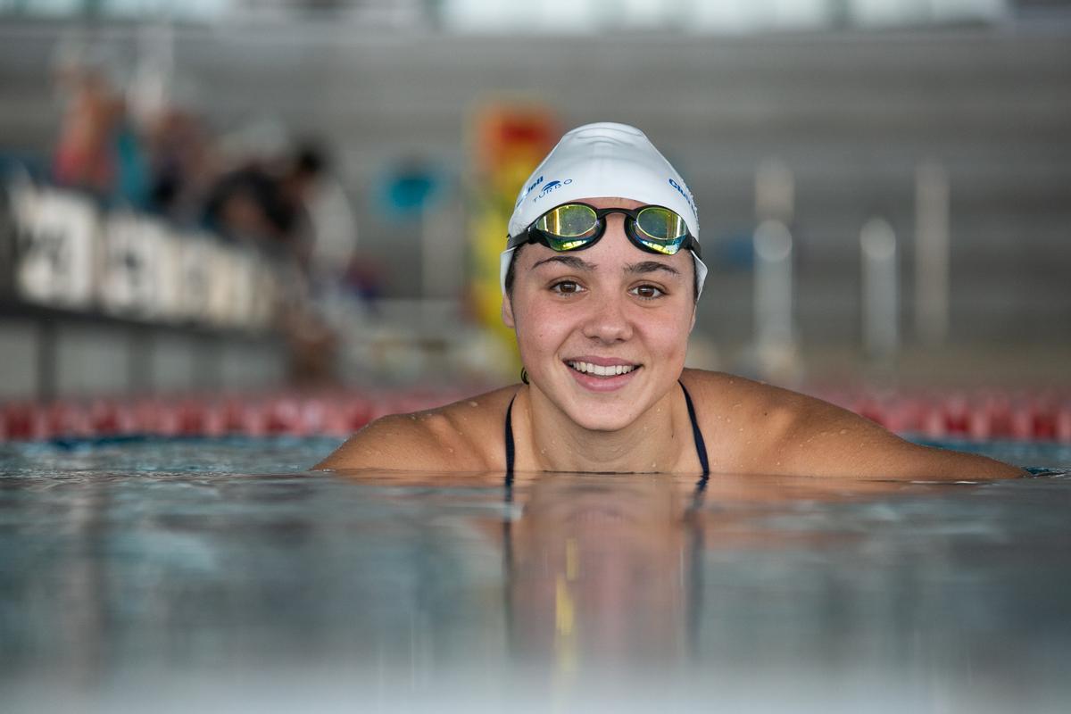 Cata Corró, en la piscina de Can Llong en Sabadell