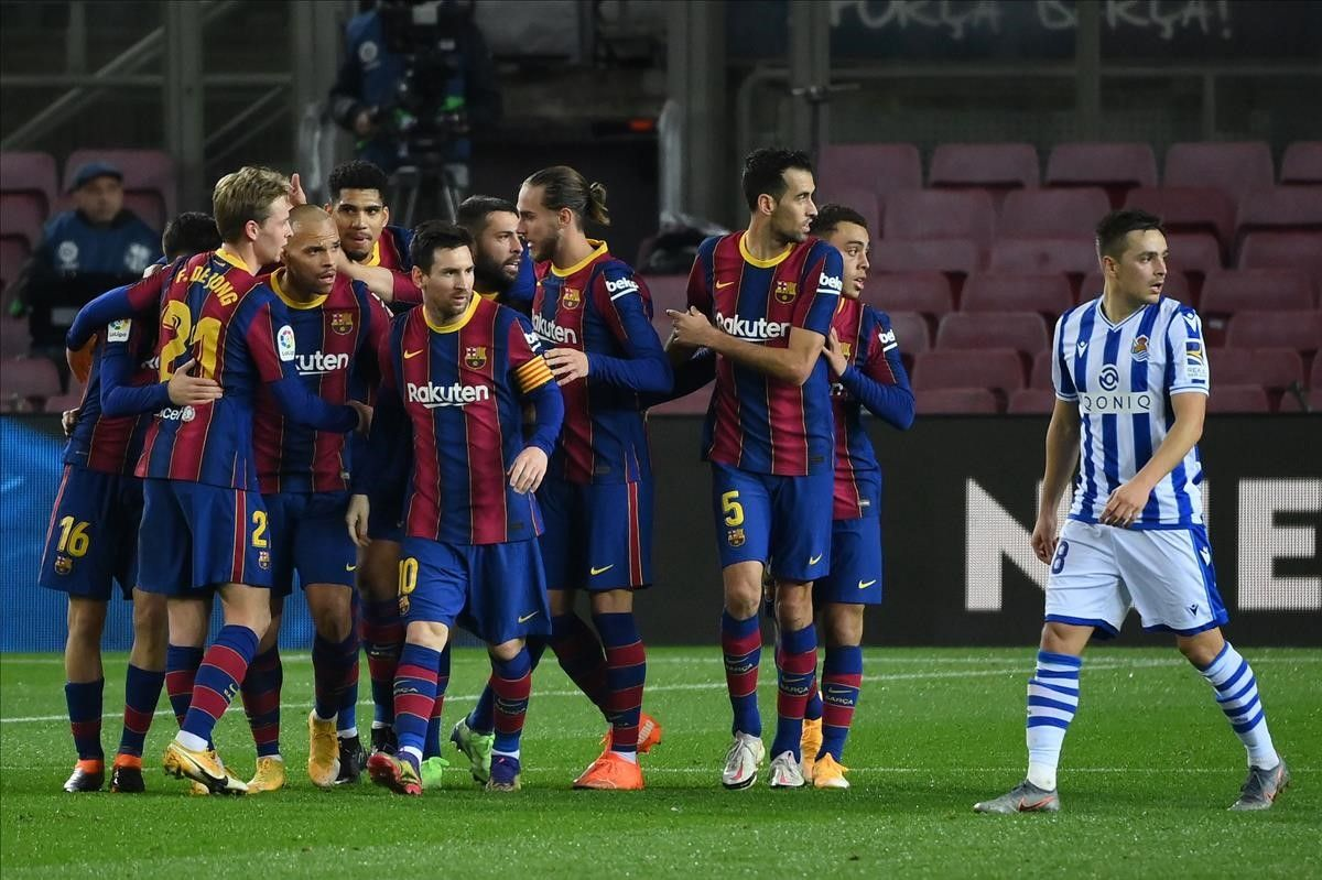 Barcelona players celebrate Barcelona s Spanish defender Jordi Alba s goal during the Spanish league football match between FC Barcelona and Real Sociedad at the Camp Nou stadium in Barcelona on December 16  2020  (Photo by LLUIS GENE   AFP)