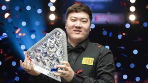 El joven Yan Bingtao, de 20 años, ganador del Masters-2021 de snooker.