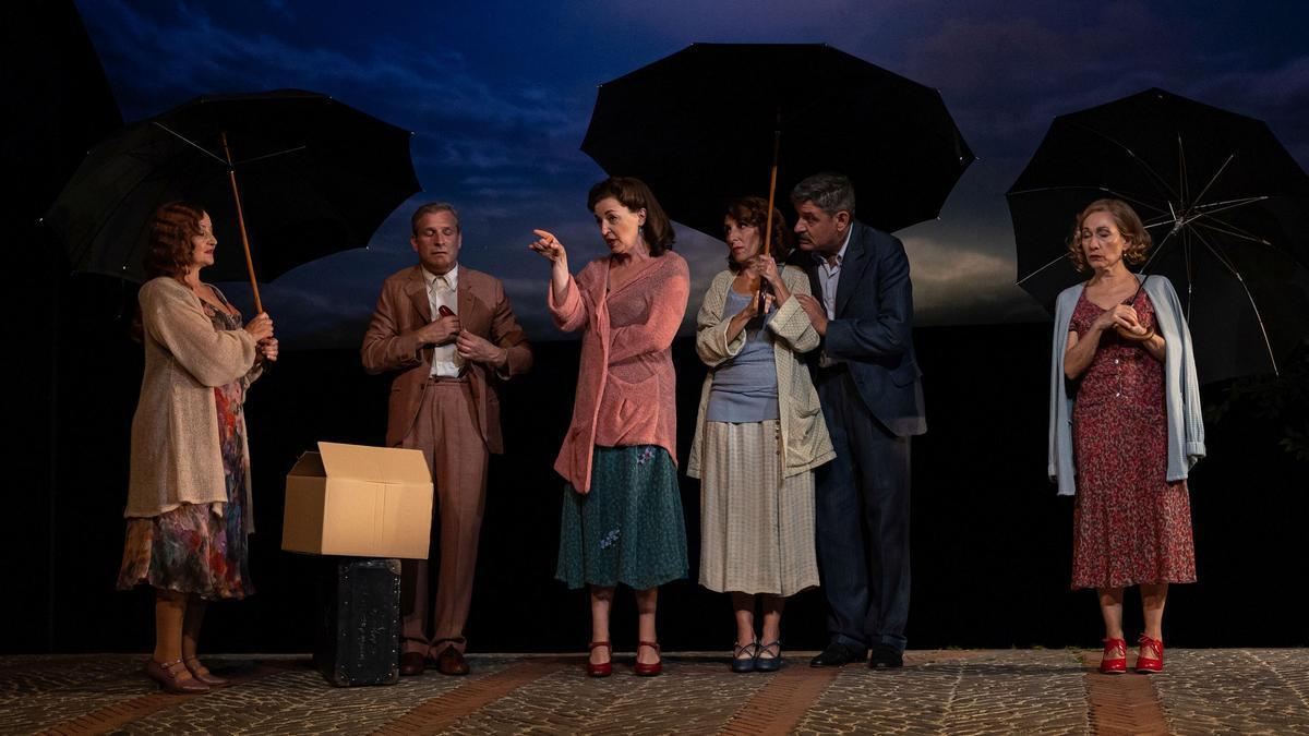 Los intérpretes de 'Delicades' en un ensayo de la obra en el Teatro Goya.