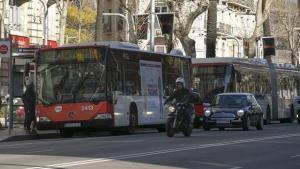 Concentración de autobuses en una de las paradas de la Diagonal.