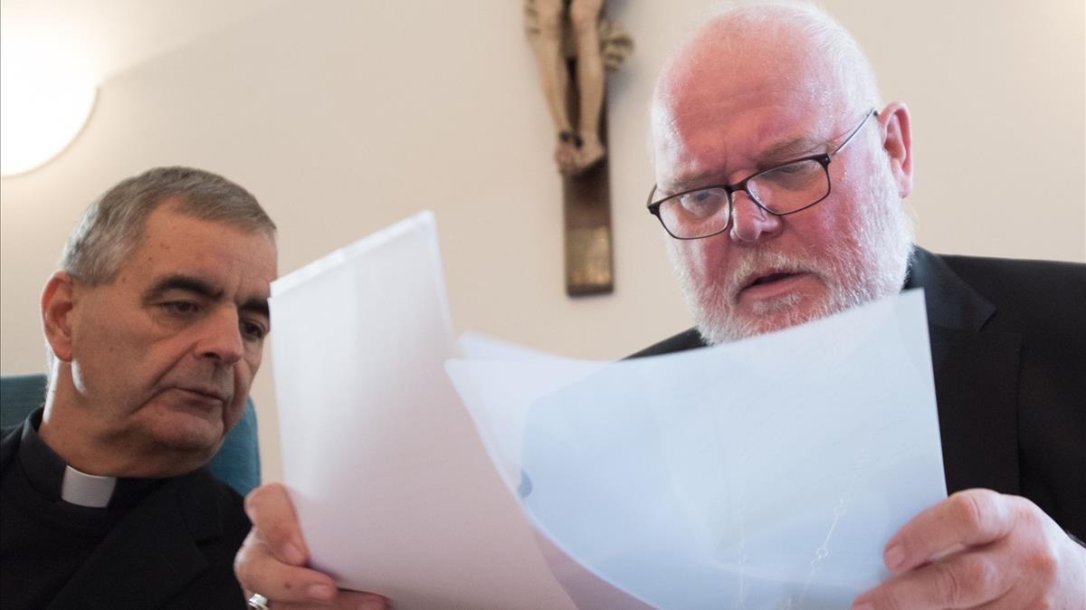 El cardenal Reinhard Marx, arzobispo de Múnich, y el presidente de los obispos alemanes,Nikola Eterovic, este lunes, en la víspera de la presentación del informe, en Fulda.