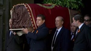 Espanya es fa gran i treu el dictador del seu temple