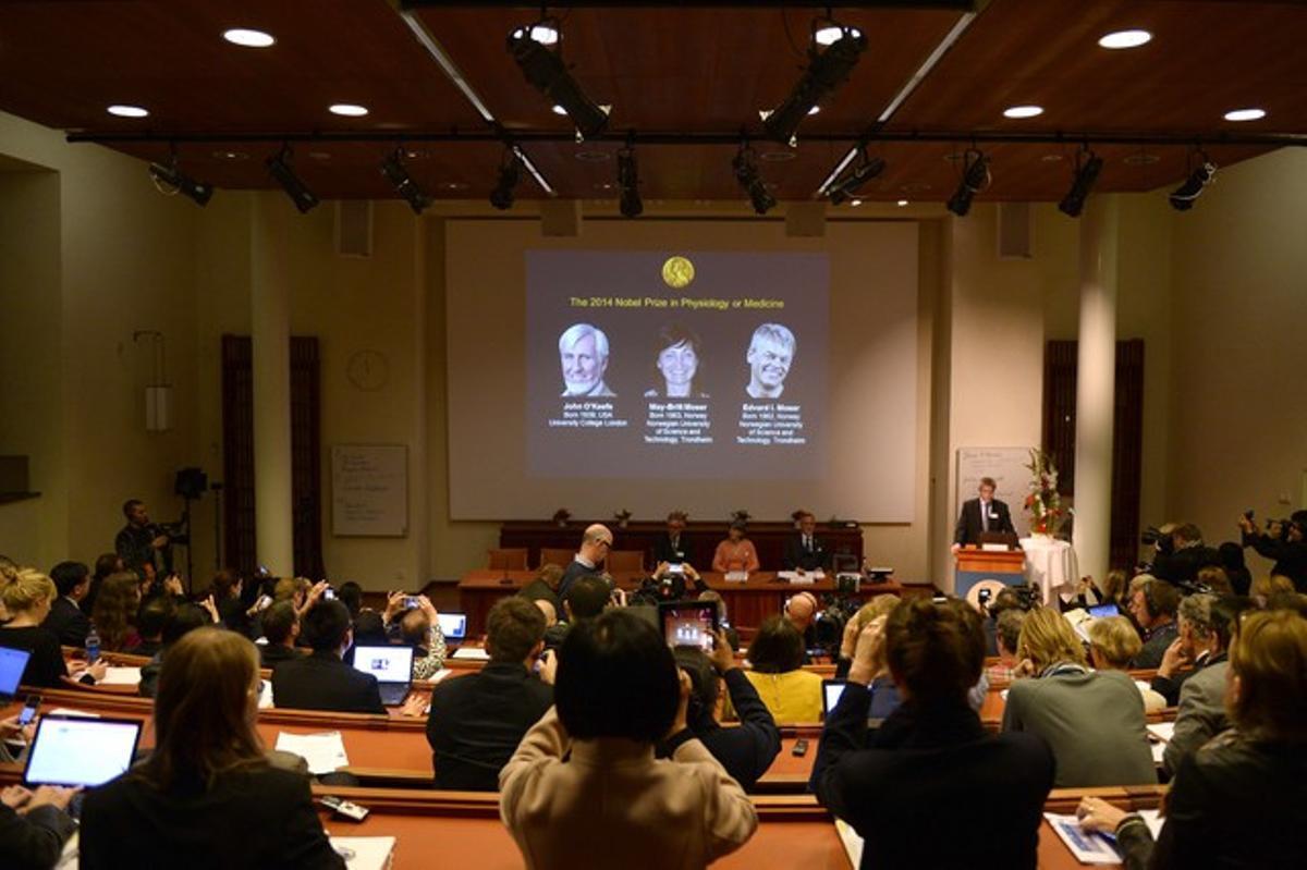 Momento en que la academia ha dado a conocer los premiados con el Nobel de Medicina del 2014.