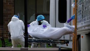 El recuento de muertes y contagios del realizó independiente de la Universidad Johns Hopkins.
