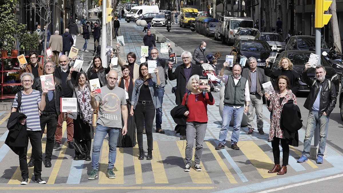 Los periodistas de El Periódico presentan sus novedades en Sant Jordi.