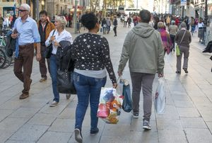 Compras en el Portal de l'Àngel, en Barcelona