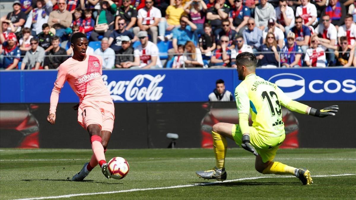 Dembélé falla un mano a mano con Santamaría.