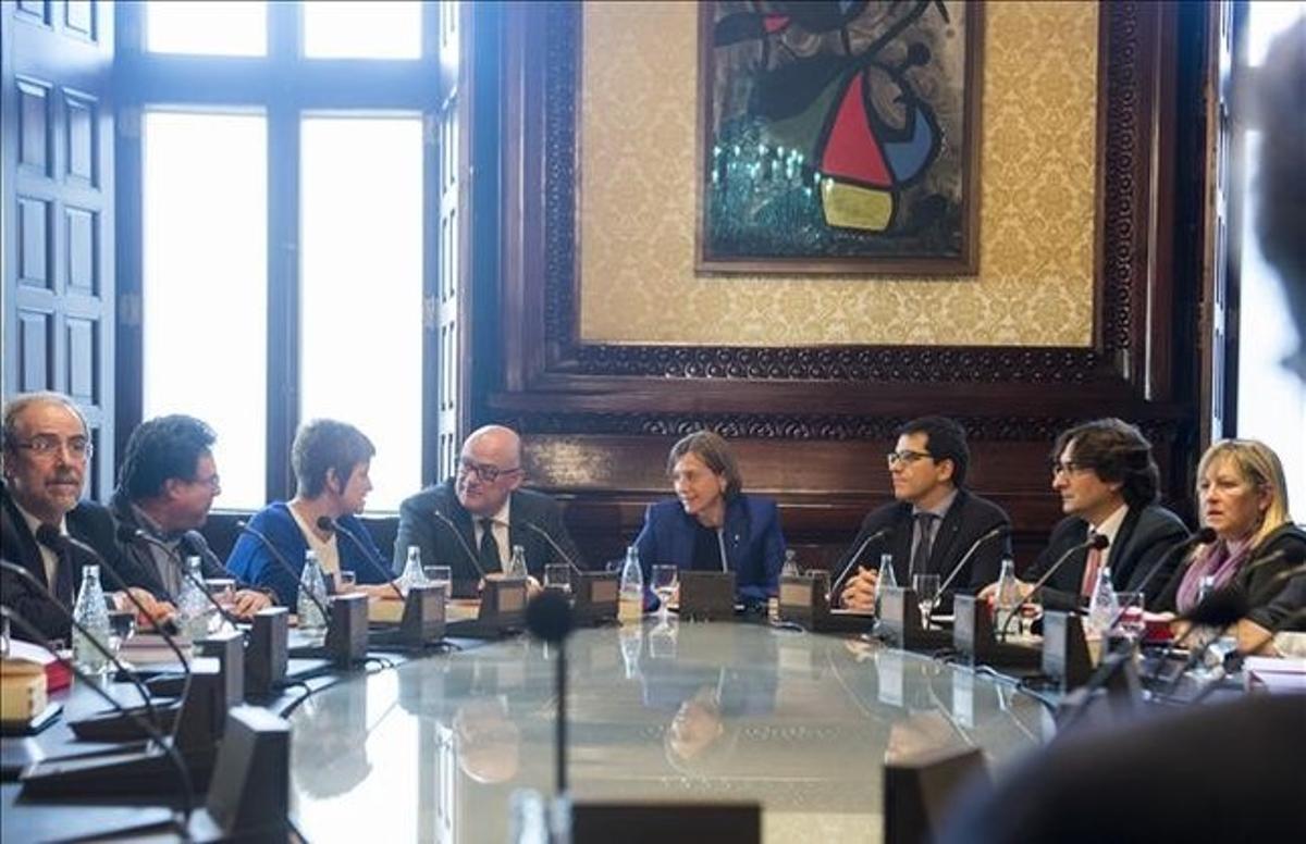 Los juristas del Parlament cuestionan la ponencia sobre las leyes de ruptura