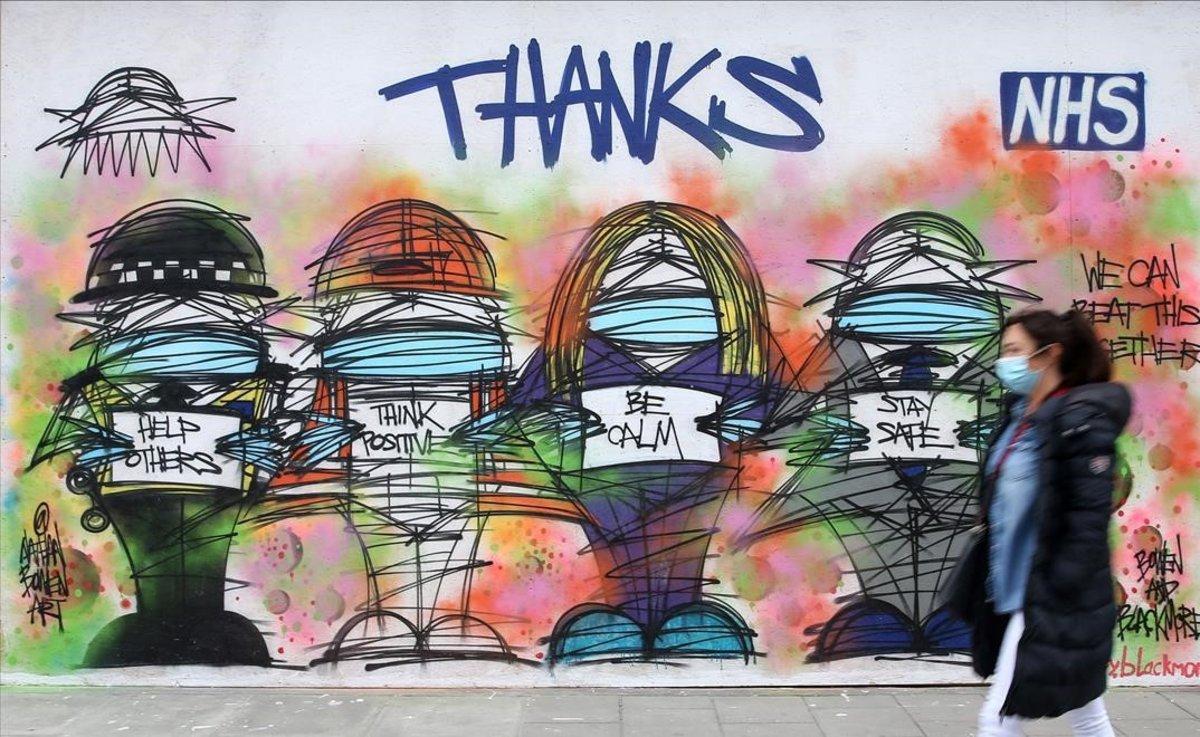 Un mural en homenaje a los profesionales sanitarios británicos. La obra la firman Nathan Bowen y Harry Blackmore.