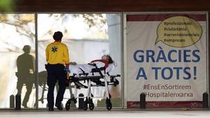 Els hospitals de Catalunya comencen a posposar operacions per la Covid-19