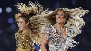 Jennifer López y Shakira deslumbran en el descanso de la Super Bowl.
