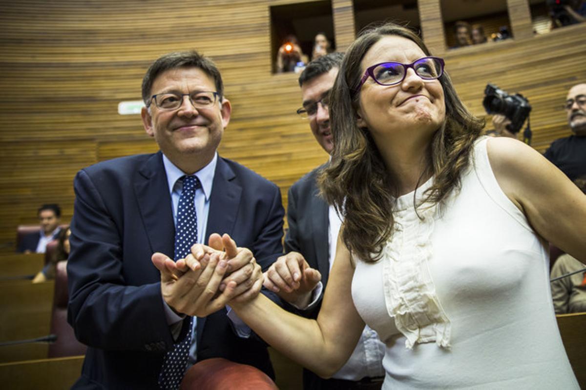 El socialista Ximo Puig y la líder de Compromís, Mònica Oltra, este jueves antes de constituirse las Corts valencianas.