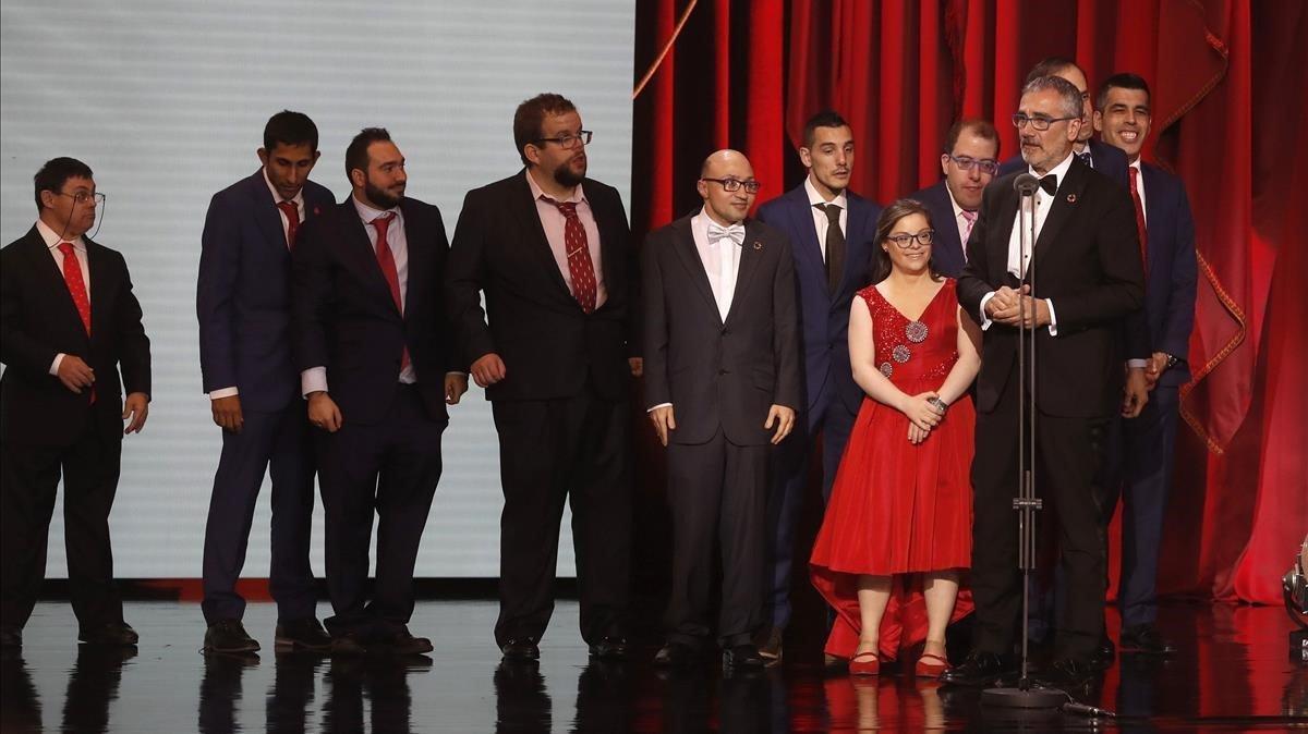 El equipo de 'Campeones', en el escenario de la gala de los Goya.