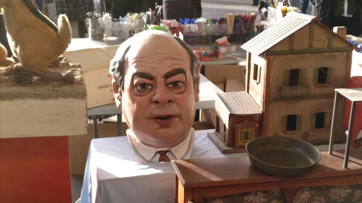 La 'capgrós' de Jordi Pujol, a la espera de quien le compre, el viernes, en Els Encants.