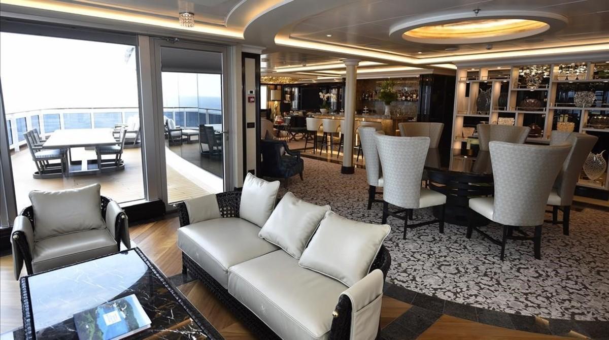 Regent Suite de más de 400 metros cuadrados del Regent Seven Seas Explorer, atracado en Barcelona.