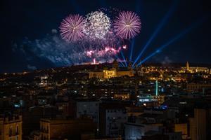 Incendio en Montjuïc tras los fuegos artificiales de Nochevieja