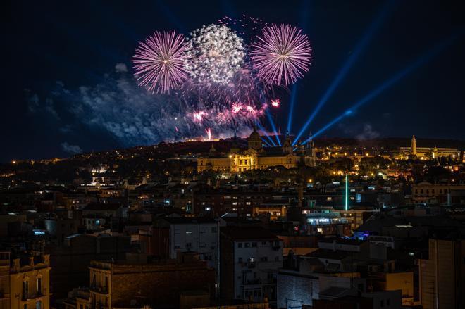 Fuegos artificiales para recibir el 2021 en Barcelona