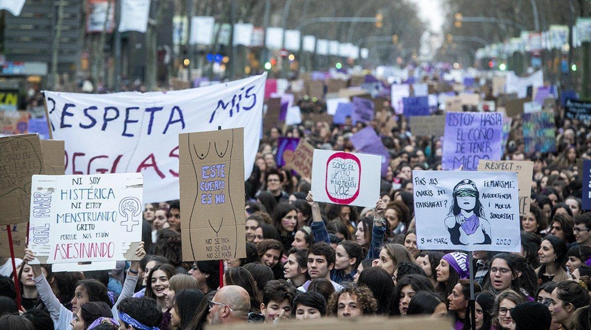 Un momento de la manifestación del 8-M del 2020,en la Gran Via de Barcelona.