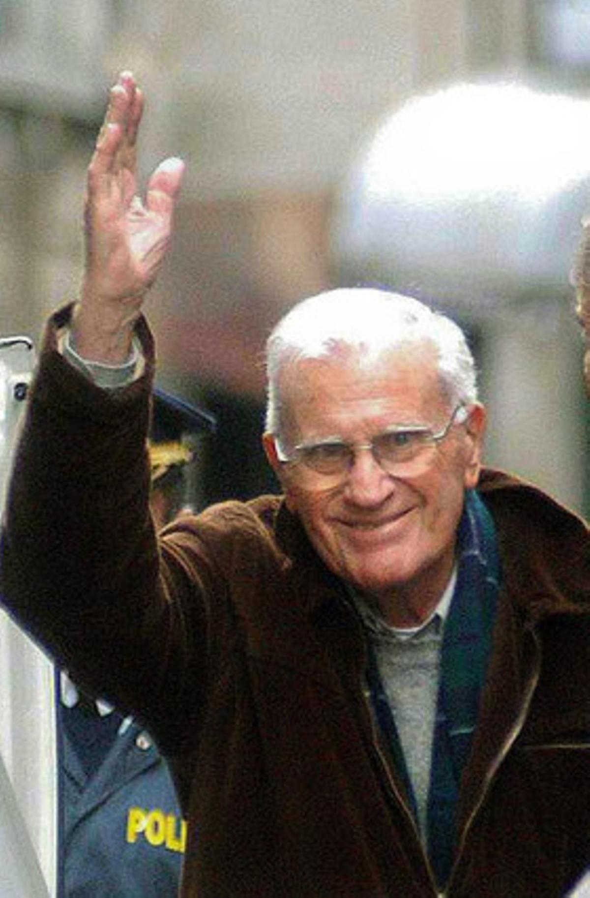 Fallece el ex dictador uruguayo a los 83 años en su domicilio de Montevideo.