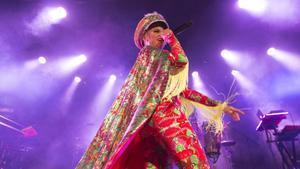 Liliana Saumet, cantante de Bomba Estéreo, en concierto.