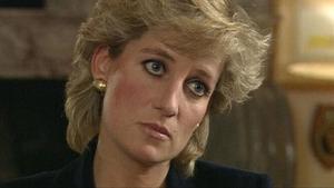 Lady Di, con expresión compungida durante la entrevista que concedió a la BBC en 1995.