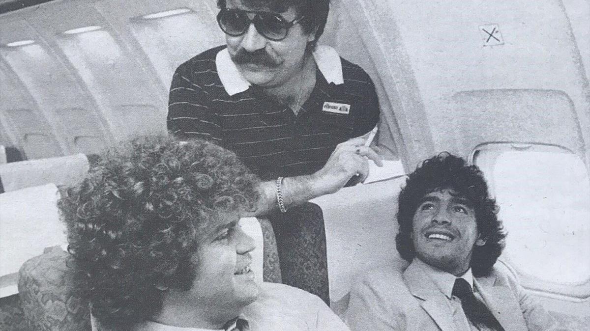 Maradona, Cyterszpiler y Minguella (de pié).